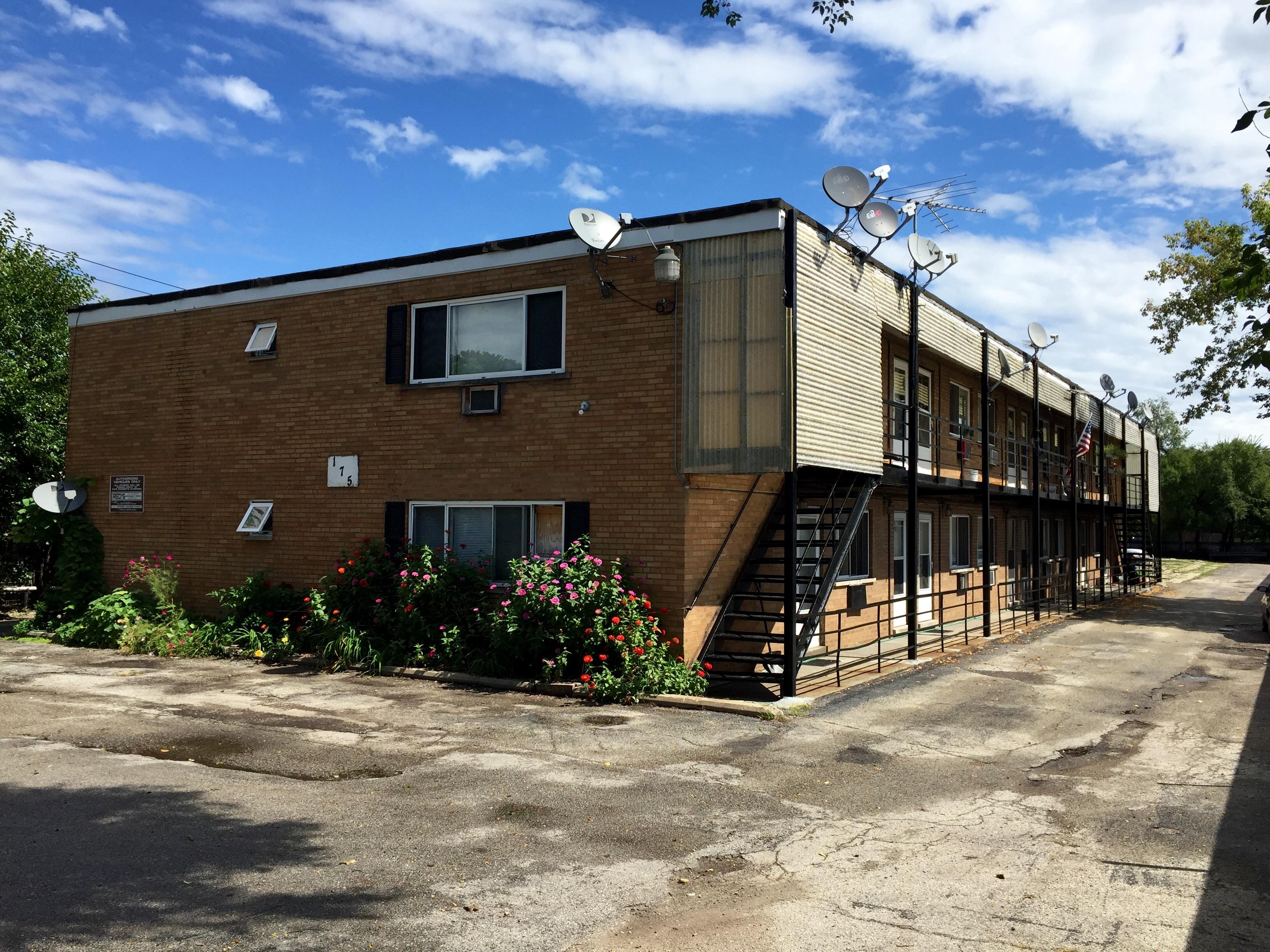 16 Unit Apartment Building In Des Plaines IL
